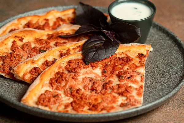 Ламаджо - вірменська піца з бараниною
