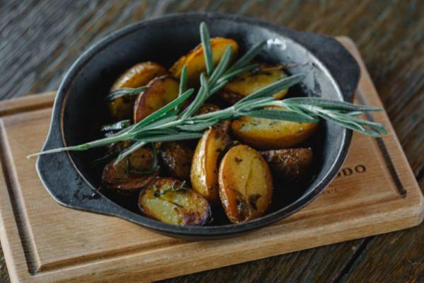 Картопля запечена в італійських травах