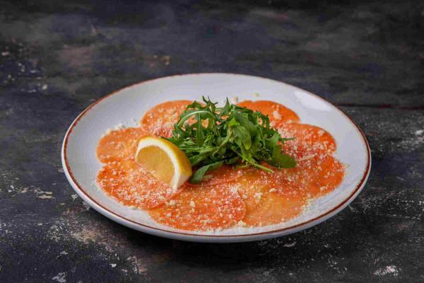 Карпачо з лосося з медово-гірчичним соусом