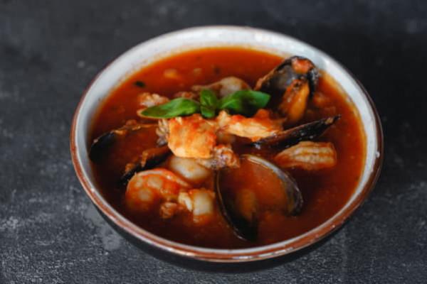 Густий томатний суп з морепродуктами