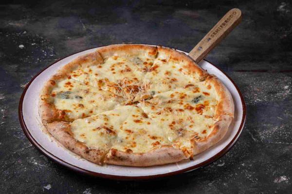 Піца чотири сира (моцарела, горгонзола, таледжио, пармезан)