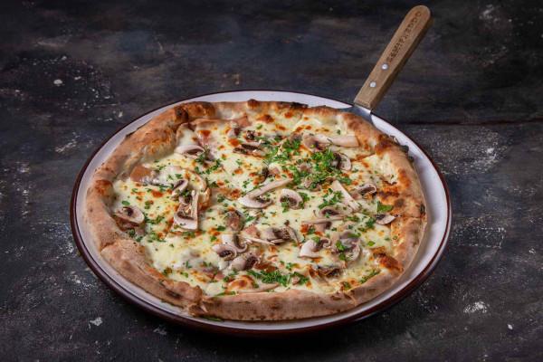 Піца з прошуто Кото, грибами та ароматом трюфеля