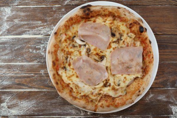 Піца з прошуто котто,грибами та ароматом трюфеля