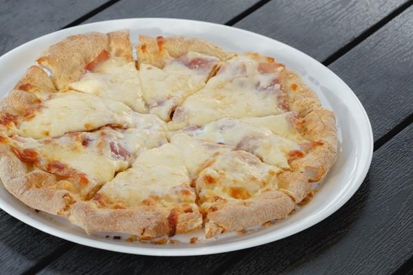 Піца з прошуто кото і ароматом трюфеля