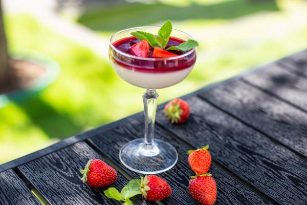 Панакота з ягодами
