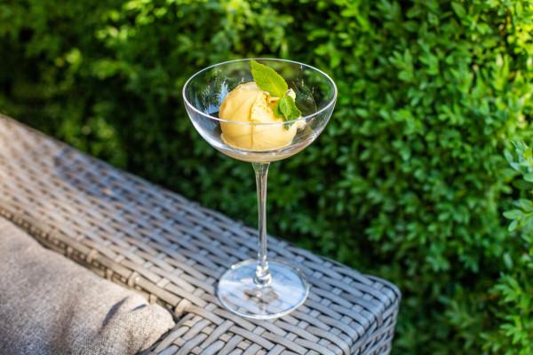 Сорбет з манго та маракуйї