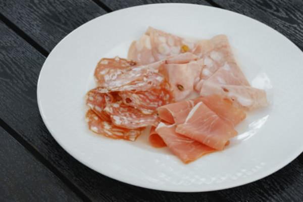 М'ясне асорті (мортадела, прошуто, салямі)