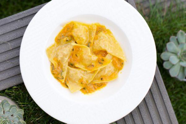 Равіолі з дорадо,лососем та креветками в соусі з жовтих томатів