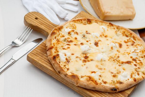 Піца Кватро формаджіо