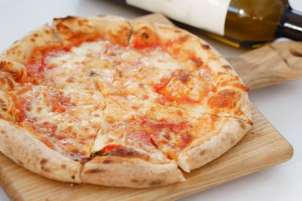 Піца Д'явола з гострою салямі