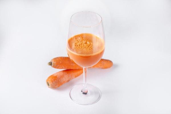 Свіжовичавлений сік моркв'яний