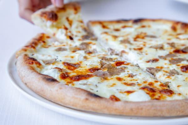 Піца з чорним трюфелем