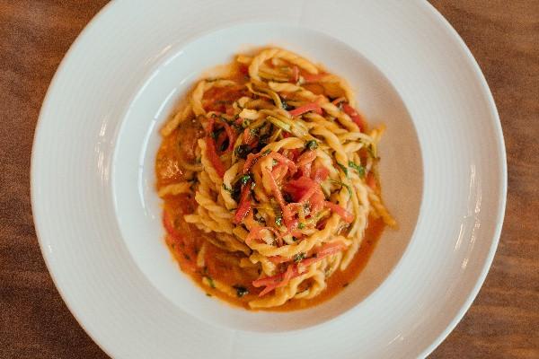 Пістна паста Прима Вера - з овочами та соусом неаполітано
