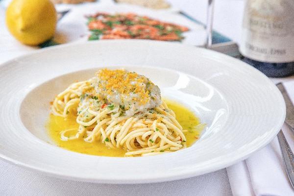 Спагеті Aglio e Olio з тартаром зі скампій і ботаргою