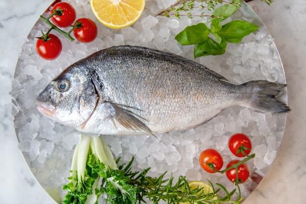 Риба Дорадо в солі (доставка)