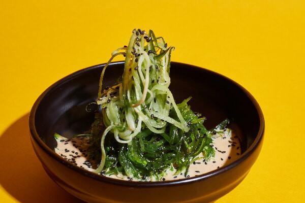 Сівід салат з огірком та горіховим соусом