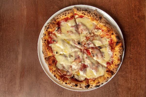 Піца Прошуто кото з грибами та ароматом трюфеля