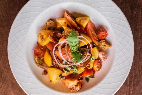 Панцанела – п'ять видів томатів із анчоусами та домашнім хлібом