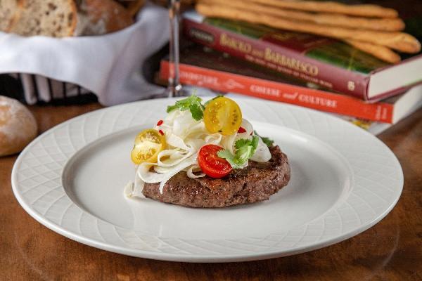 Біфштекс з трюфелем та гострими томатами чері