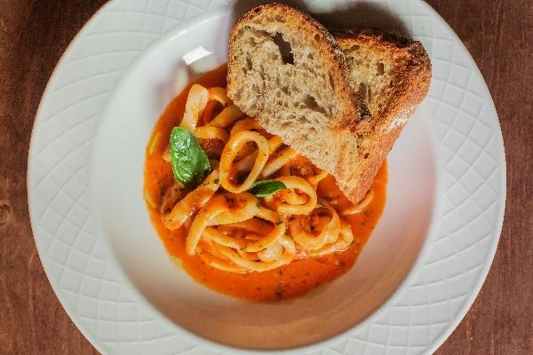 Кальмари в легкому соусі з томатів Fresca