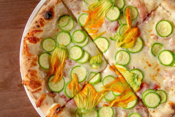 Піца Бьянко з квітами цукіні